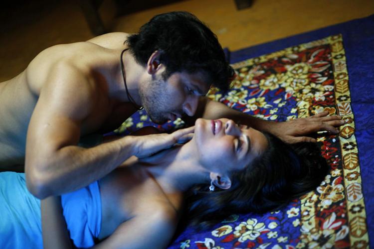 Veena Malik And Rajan Verma Hot Still From The Movie Rangeela