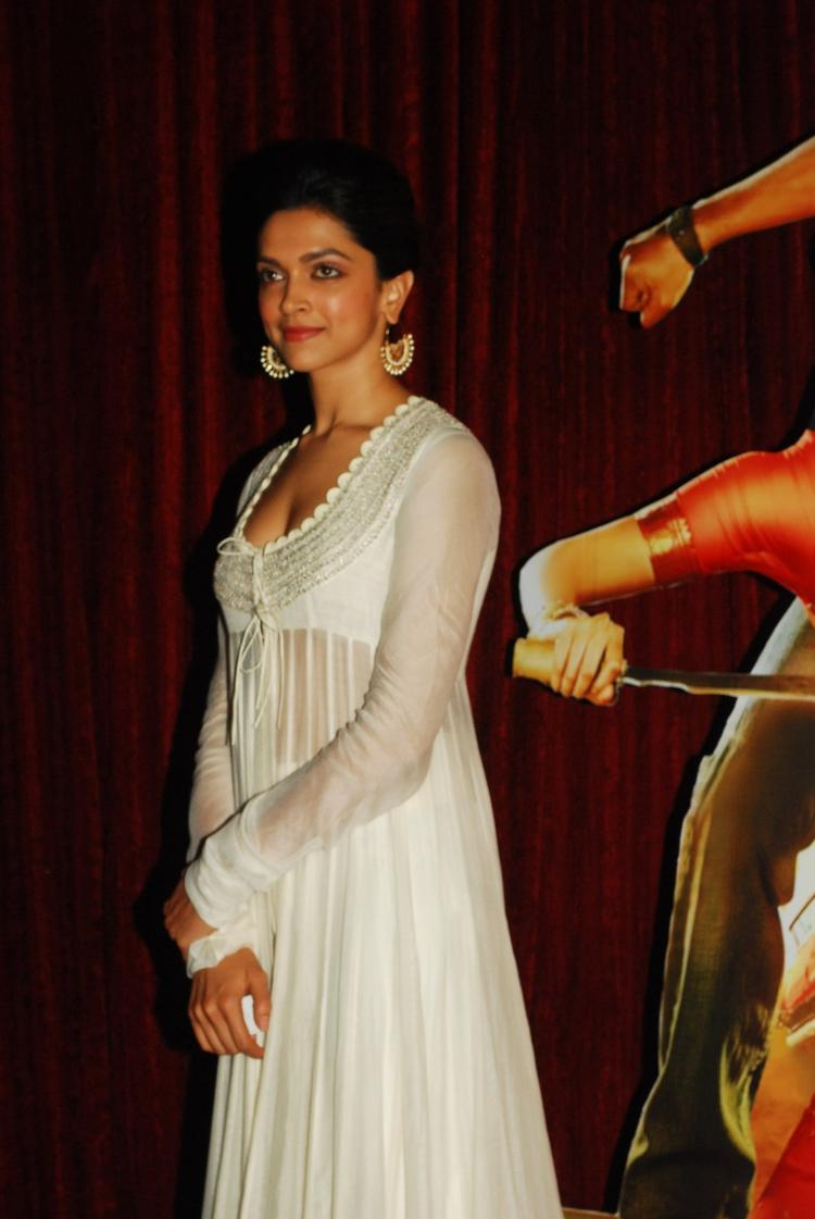 Deepika Padukone In Anamika Khanna At The First Look Of Film Chennai Express