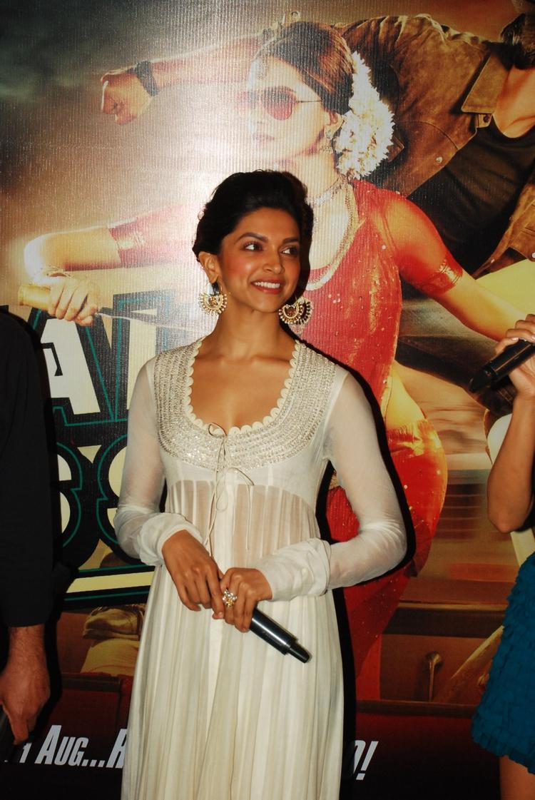 Deepika Padukone Smiling Pic During The First Look Of Film Chennai Express