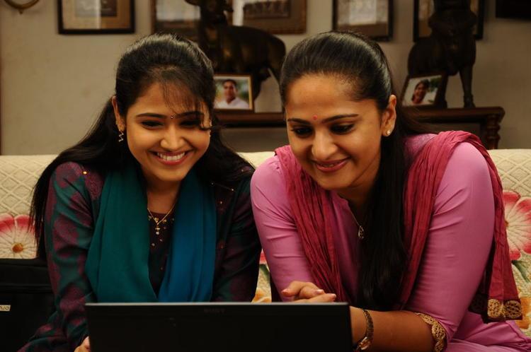 Anushka Shetty Smiling Look Still From Singam II Movie