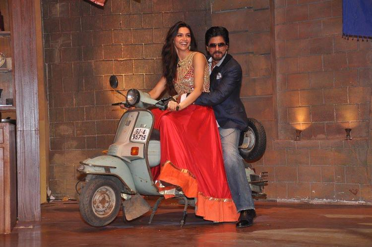 Deepika And SRK Pose On A Scooter For The Shutterbugs