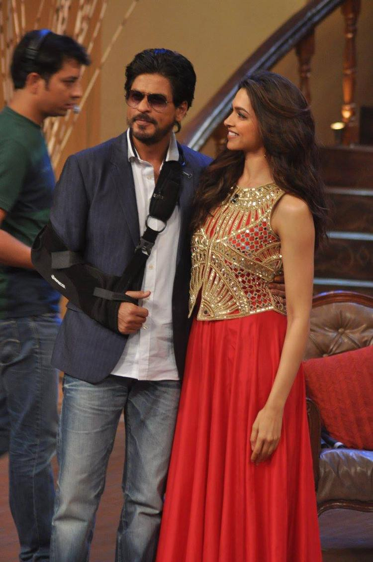 SRK And Deepika Promote Their Upcoming Flick On The Sets Of Comedy Nights With Kapil