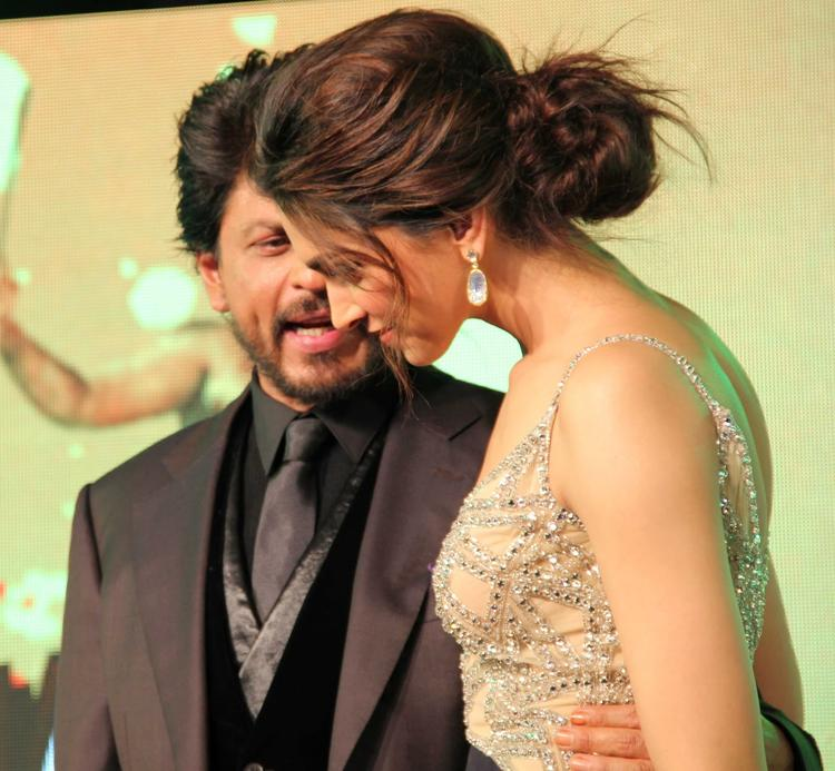 SRK And Deepika Look Cozy At The Music Launch Of Chennai Express