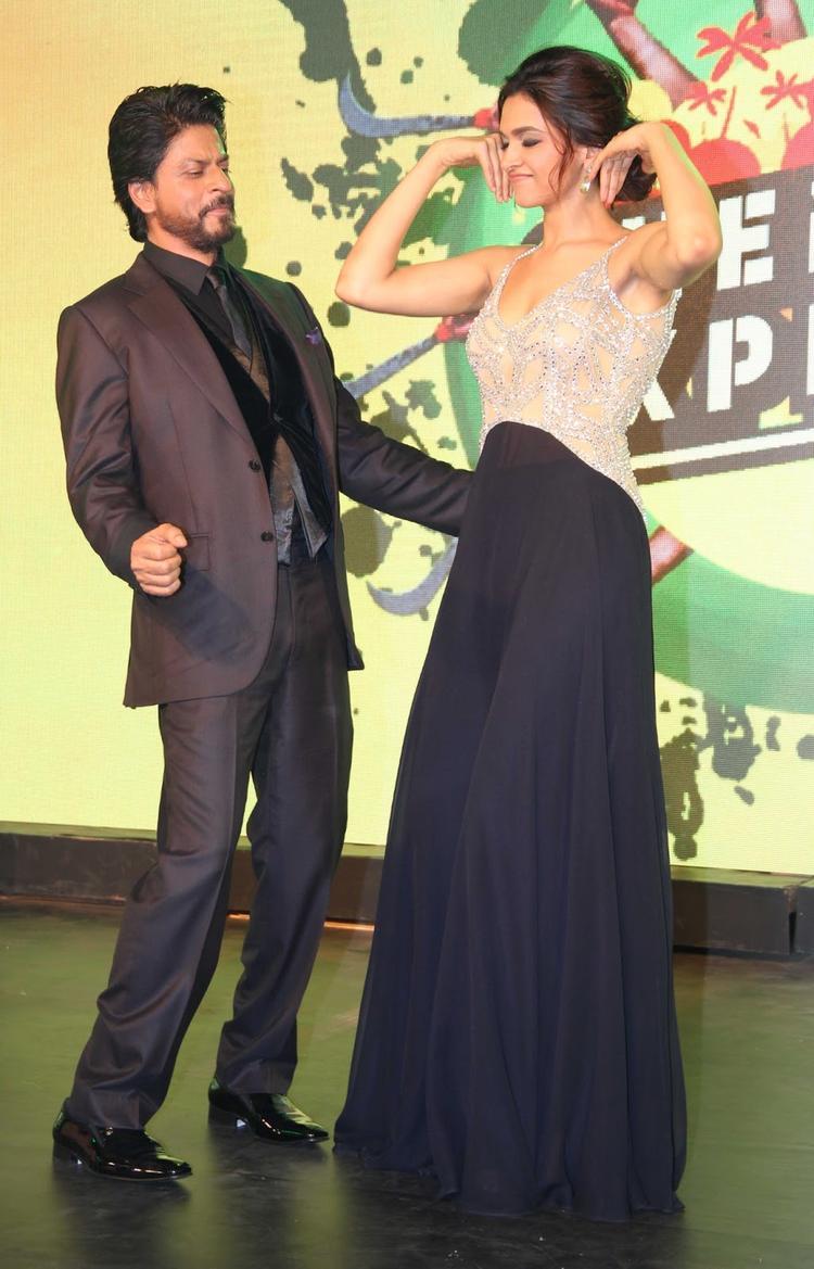 SRK And Deepika Shake Their Legs At Chennai Express Music Launch Event