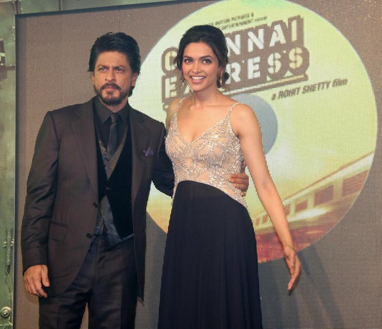 SRK And Deepika Strike A Pose At The Music Launch Of Chennai Express