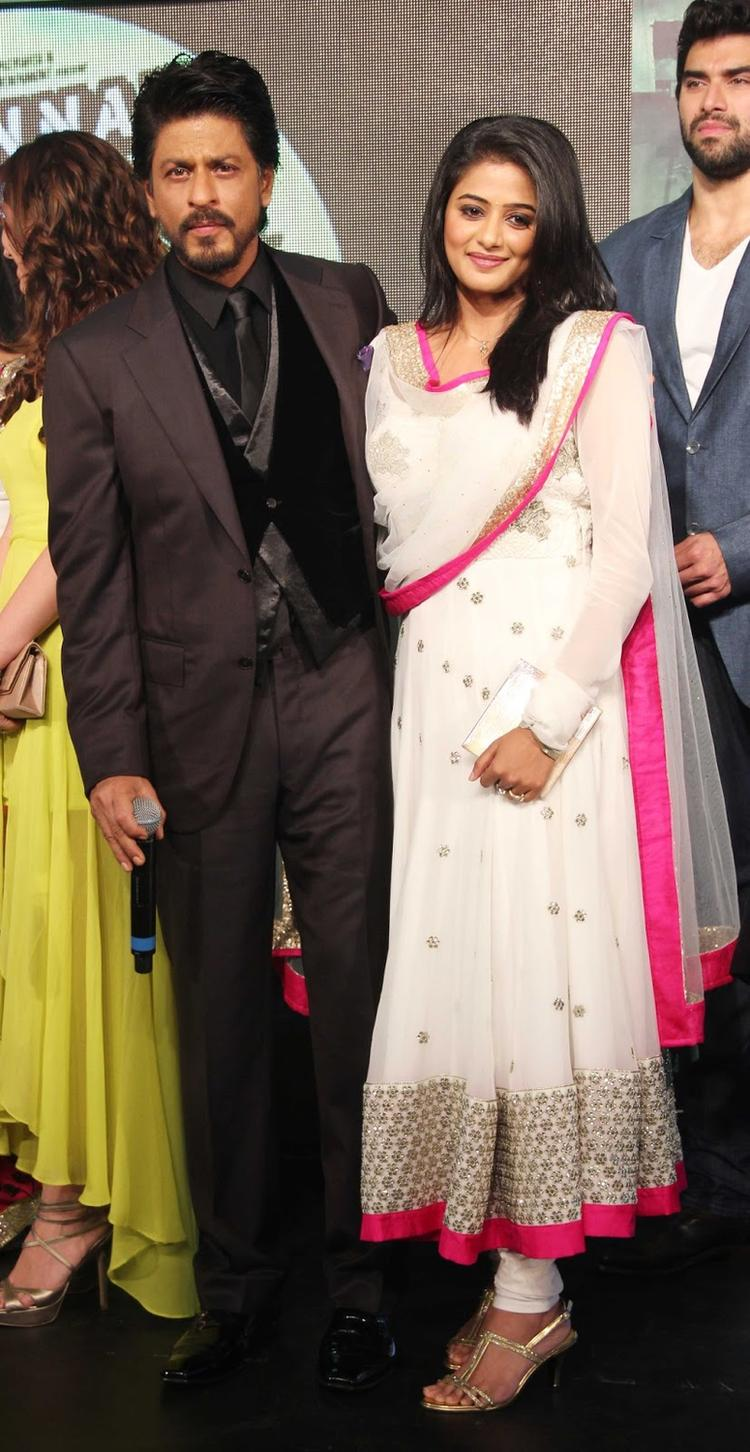 SRK And Priyamani Posed For Camera At Chennai Express Movie Audio Release Function