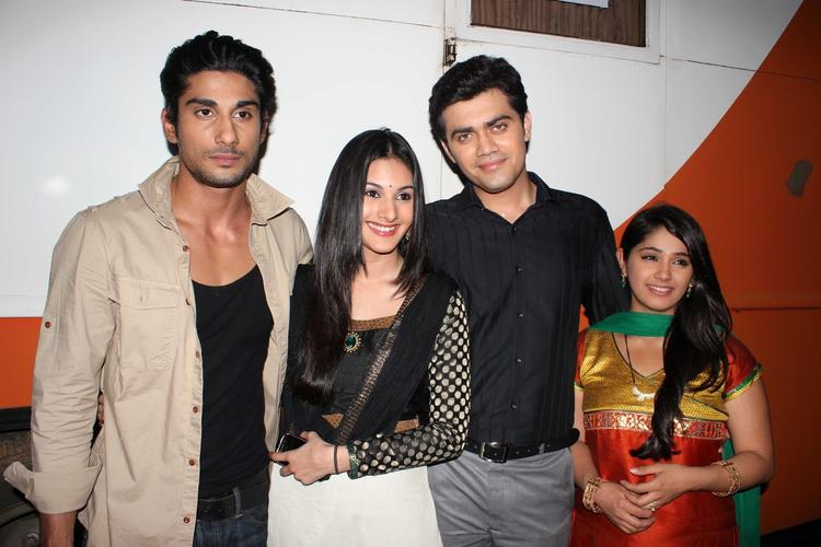 Prateik,Amyra,Nishad And Chandni Graced During The Promotion Of Issaq Movie On The Sets Of Amita Ka Amit