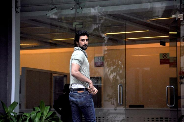 Kunal Kapoor Spotted To Meets Hrithik Roshan At Hinduja Hospital