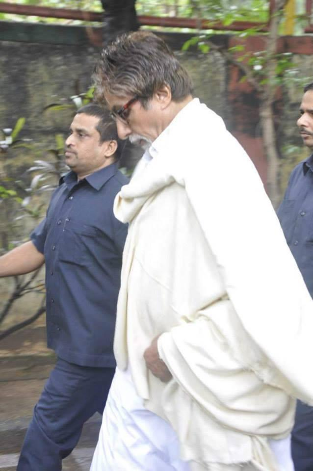 Amitabh Bachchan Spotted To Bid Farewell To The Beloved Pran Saab