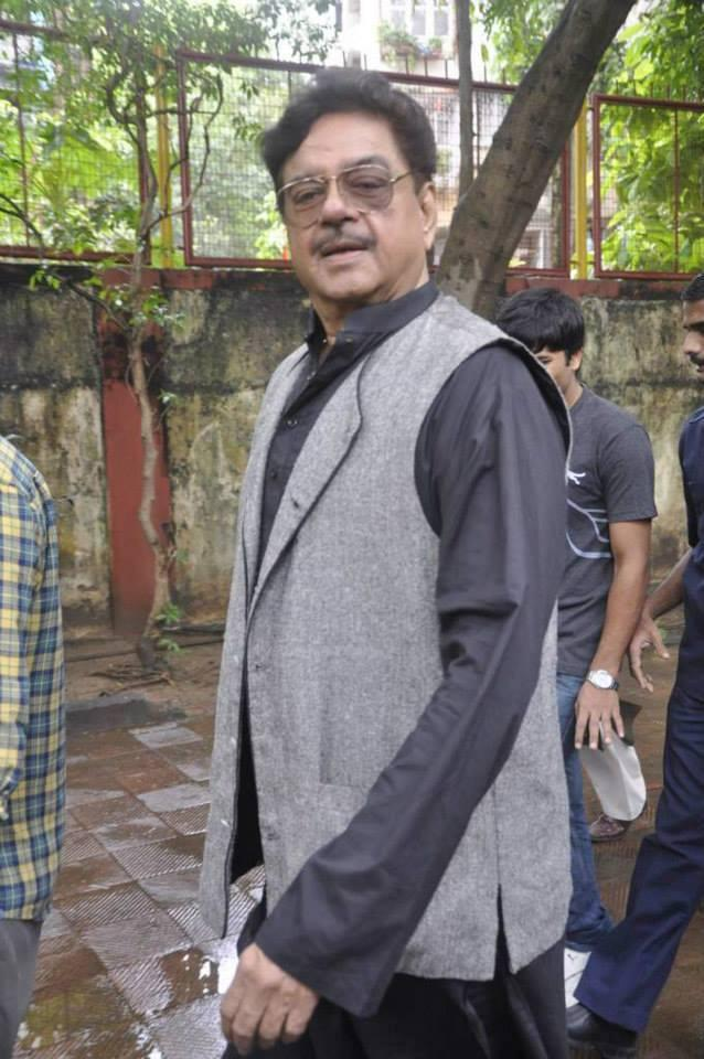 Shatrughan Sinha Snapped At Funeral Of Veteran Actor Pran Sahab