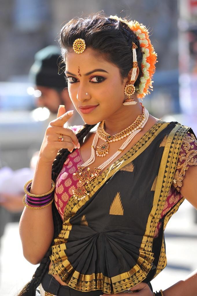 Iddarammayilatho Movie Amala Paul Cute Hot Still
