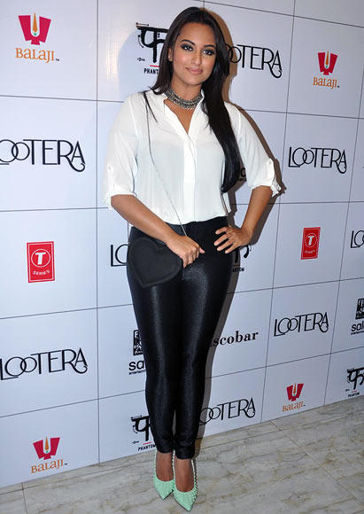 Sonakshi Sinha Nice Look During The Success Bash Of Lootera