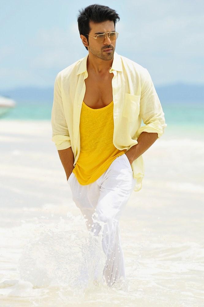 Ram Charan Teja Hot Glamour Look Still From Yevadu Movie