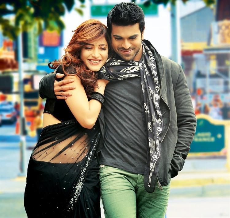 Shruti Haasan And Ram Charan Cool Look Still From Yevadu Movie