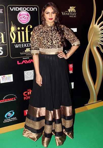 Huma Qureshi Poses For The Cameras In Black And Gold Creation During The 14th IIFA 2013 Rocks Event
