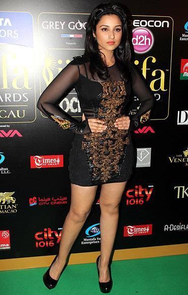 Parineeti Chopra Hot Pose On Green Carpet At IIFA 2013