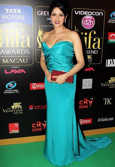 Sridevi Kapoor Looks Hot In This Gown On Green Carpet At IIFA Rocks 2013