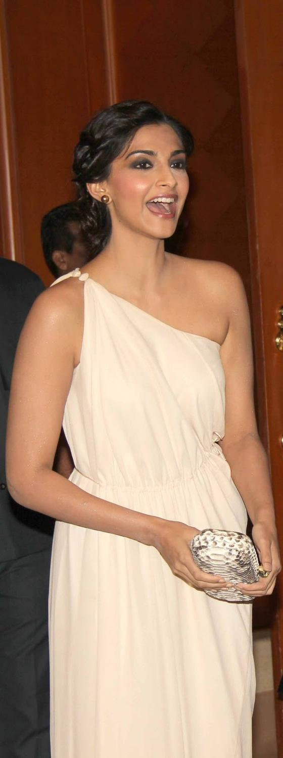 Sonam Kapoor Hot Pic During Her Uncle Sanjay's Birthday Bash