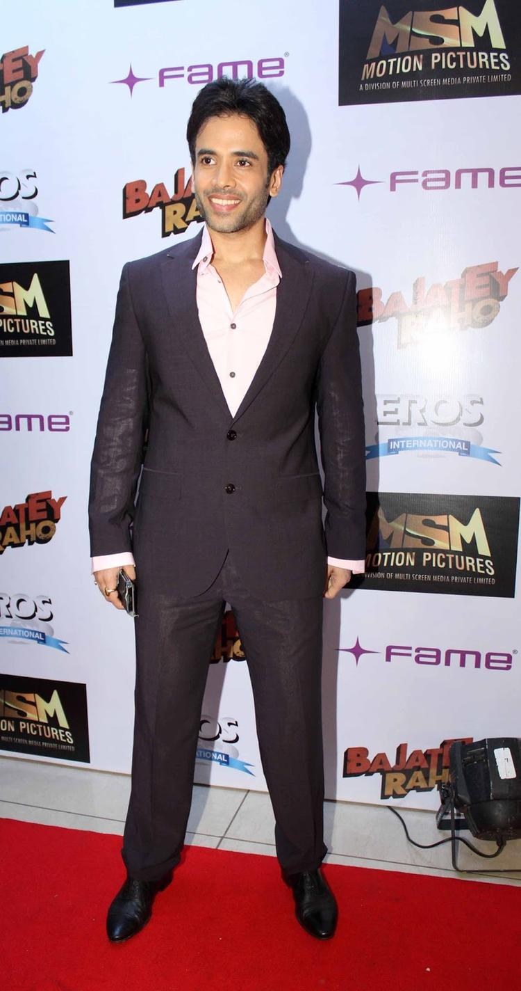 Tusshar Kapoor Dappers Look In Suit At The Premiere Of Bajatey Raho Movie