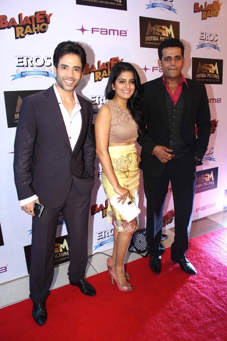 Tusshar,Vishakha And Ravi Smiling Pose In Red Carpet At The Premiere Of Bajatey Raho Movie