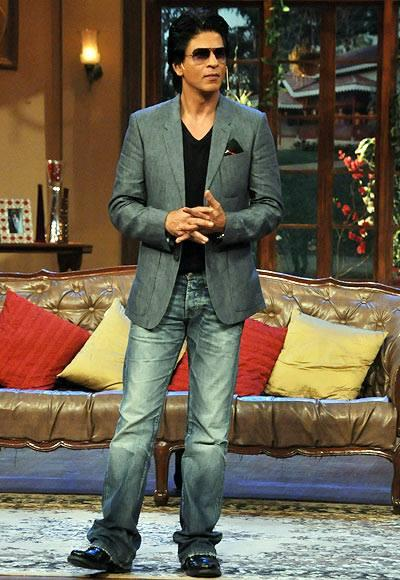 SRK Glamour Stylish Look During The Promotion Of Chennai Express On The Sets Of Comedy Nights With Kapil