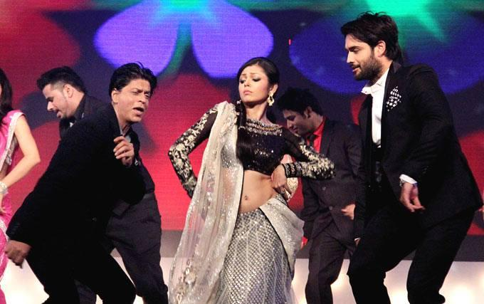 SRK,Drashti And Vivian Performed During The Promotion Of Chennai Express On The Sets Of Madhubala Ek Ishq Ek Junoon