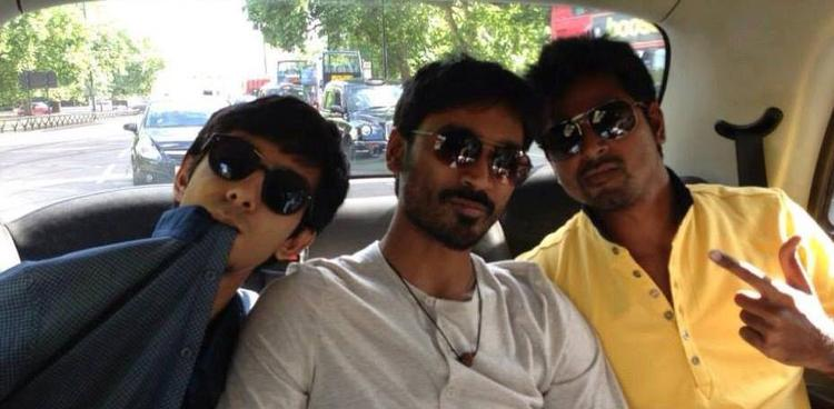 Dhanush Latest Stylist Pose With His Best Friend Anirudh Ravichander Wear In Black Goggles