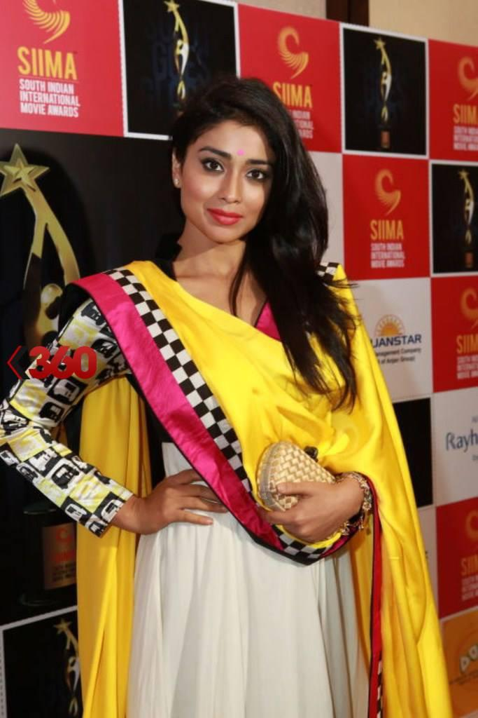 Shriya Saran Glamour Look In Salwar Posed At 2nd Edition Of SIIMA Awards 2013