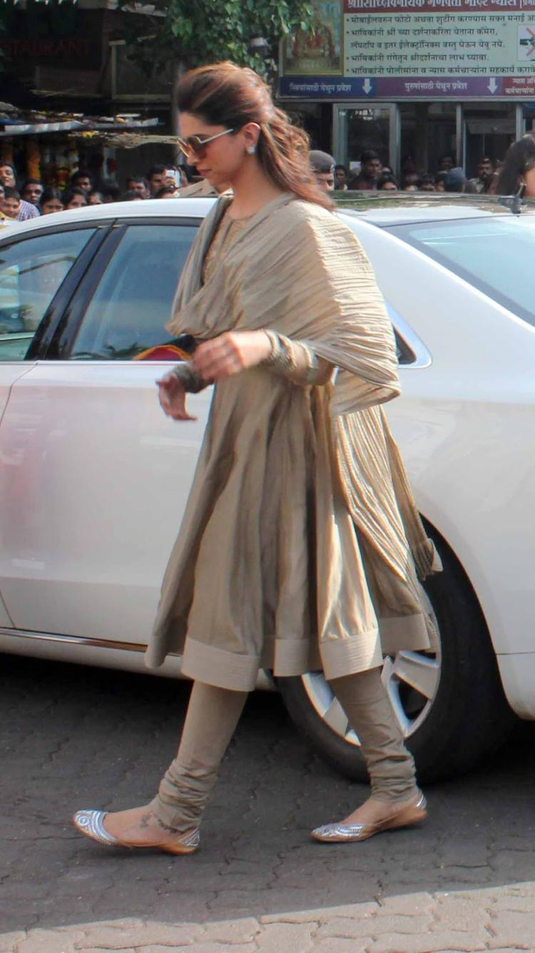 Deepika Padukone Snapped At Siddhivinayak Temple For Chennai Express Success