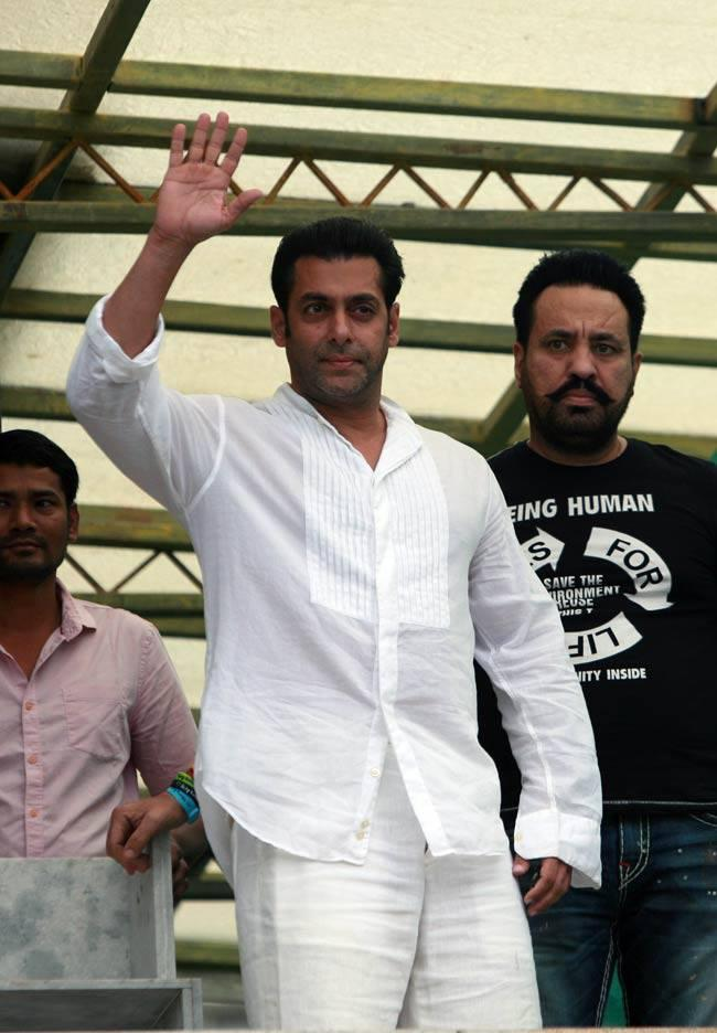 Salman Khan Waves To His Fans During Eid Celebrations