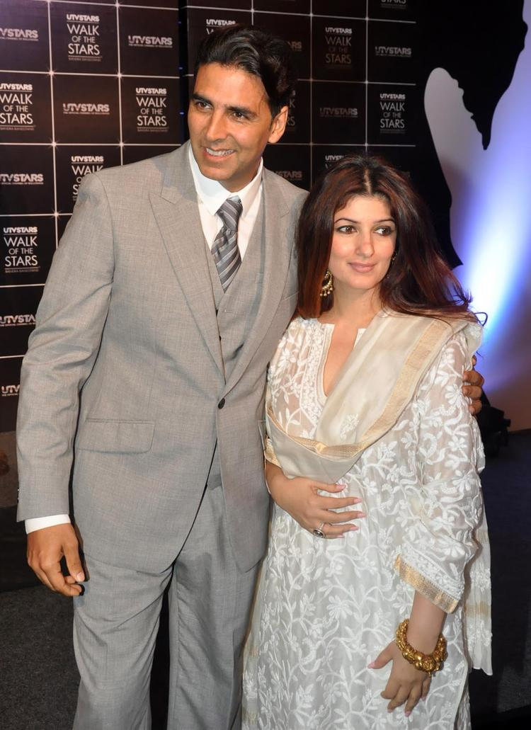 Sweet Couple Akshay And Twinkle Pose During Rajesh Khanna's Statue Launch Event