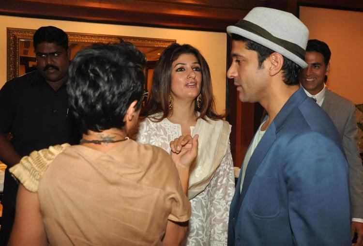 Twinkle Meet Farhan And Adhuna During Her Father Rajesh Khanna's Statue Launch Event