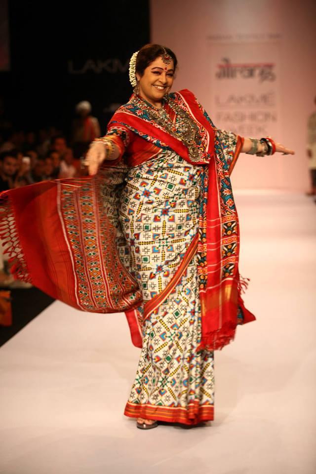 Kirron Kher Made A Delightful Showstopper For Designer Gaurang Shah At LFW 2013