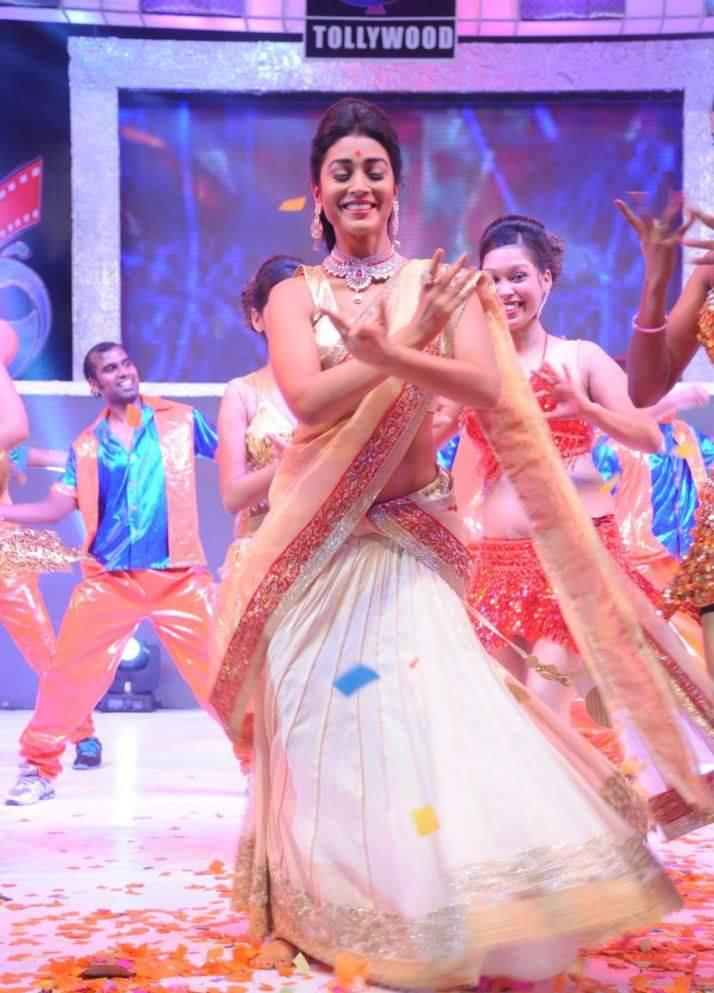 Shriya Saran Cool Traditional Dance Perform At Tollywood Cinema Channel Launch Event