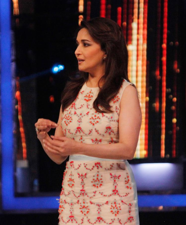 Madhuri Dixit Nene During The Promotion Of Phata Poster Nikla Hero On The Sets Of Jhalak Dikhhla Ja 6