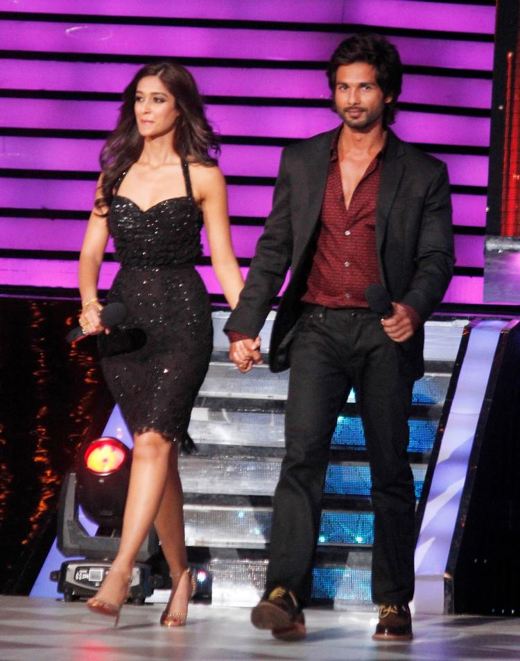 Shahid And Ileana During The Promotion Of Phata Poster Nikla Hero On The Sets Of Jhalak Dikhhla Ja 6
