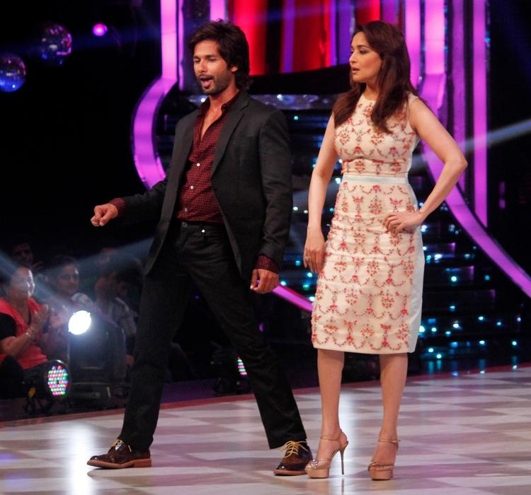 Shahid And Madhuri Shake Their Legs On The Sets Of Jhalak Dikhhla Ja 6 During The Promotion Of Phata Poster Nikla Hero