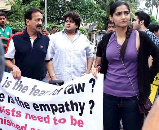 Baba Siddiqui And Sonam Kapoor At The Anti Rape Protest Held A Joggers Park In Mumbai