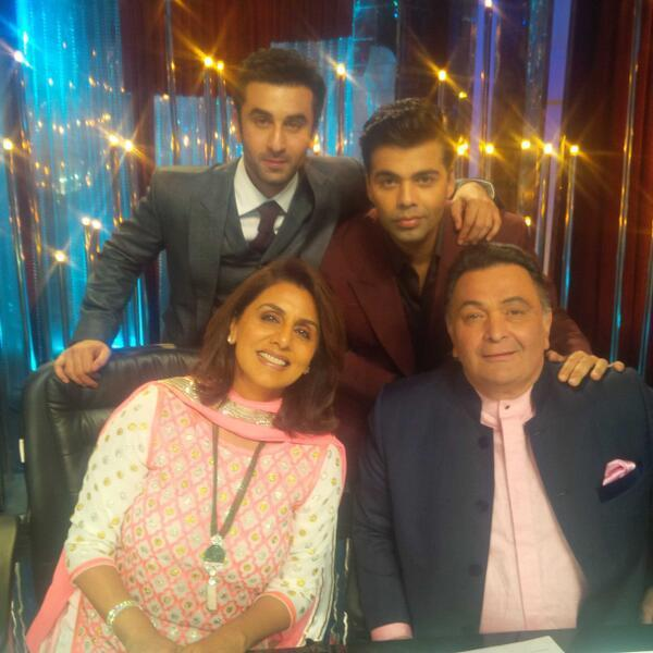 Rishi With Wife Neetu And Son Ranbir Posed With Karan On The Sets Of Jhalak Dikhla Jaa 6 During The Promotion Of Besharam