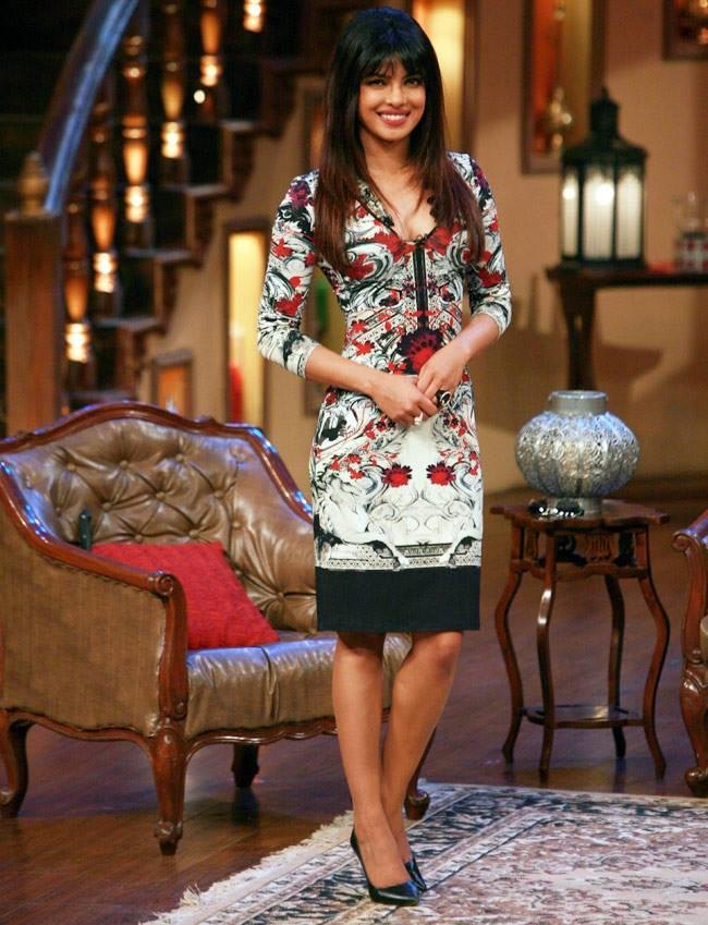 Priyanka Chopra Smiling Pose On The Sets Of Comedy Nights With Kapil