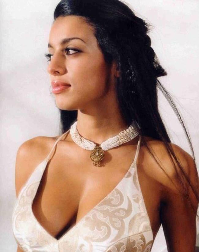 Sizzling Babe Jasmine Latest Glamour Still