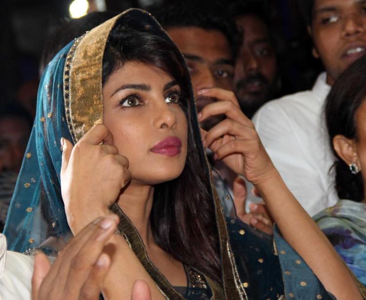 Priyanka Chopra Nice Charming Face Look At Ganapati Andheri Cha Raja 2013