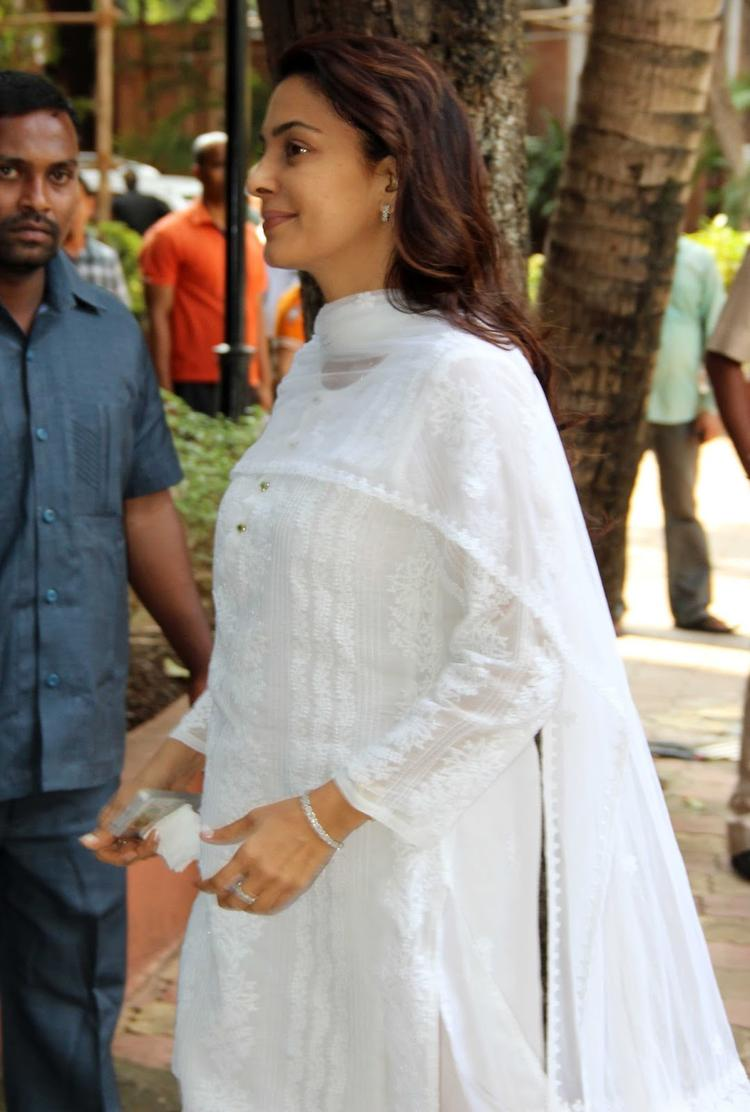 Juhi Chawla Snapped At Madhuri Dixit's Father Prayer Meet