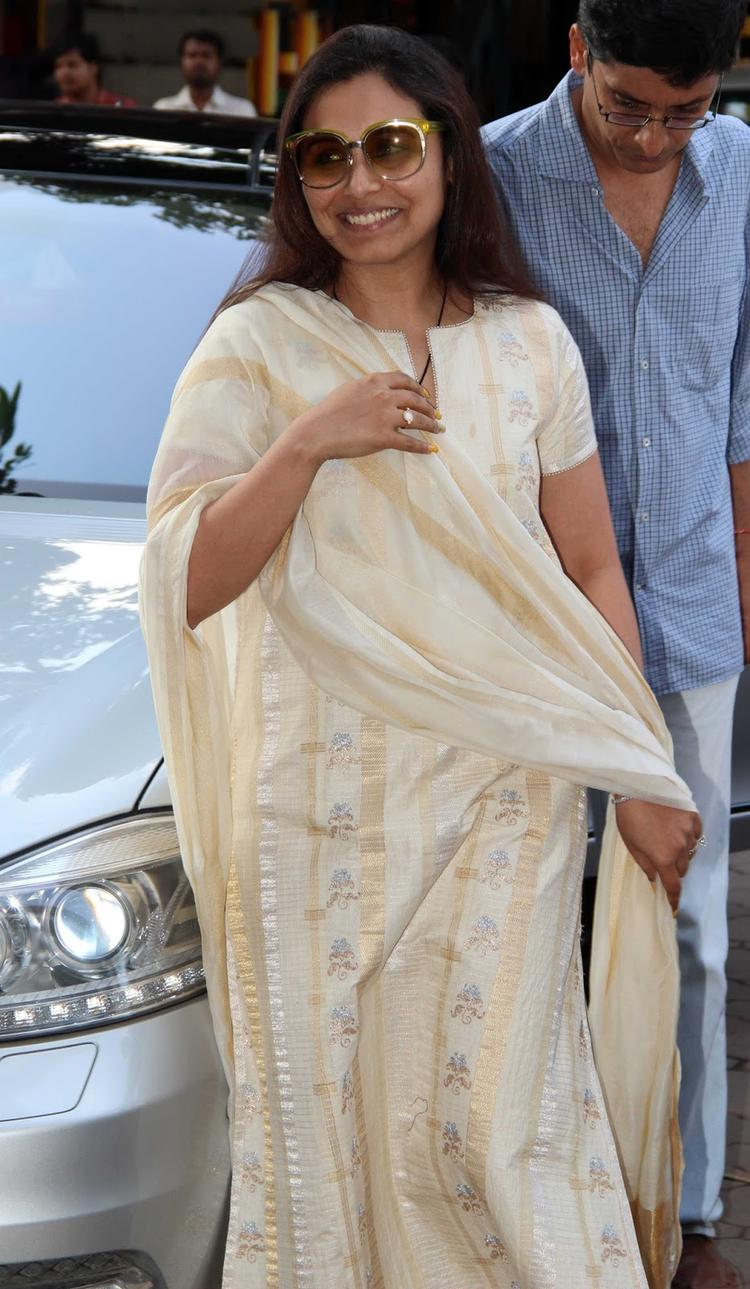Rani Snapped At Madhuri Dixit's Father Prayer Meet