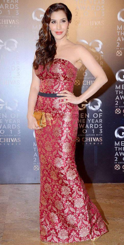 Sophie Choudry Sexy Hot Look In Red Dress At GQ Men Of The Year Awards 2013