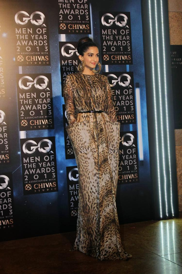 Sonam Kapoor Posed For Camera At GQ Men Of The Year Awards 2013