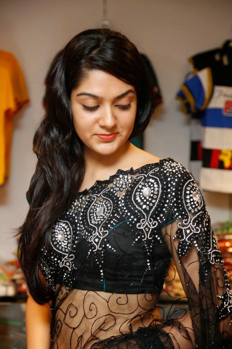 Sakshi Choudhary In Black Saree Hot Look At Kalamandir Store Launch Event