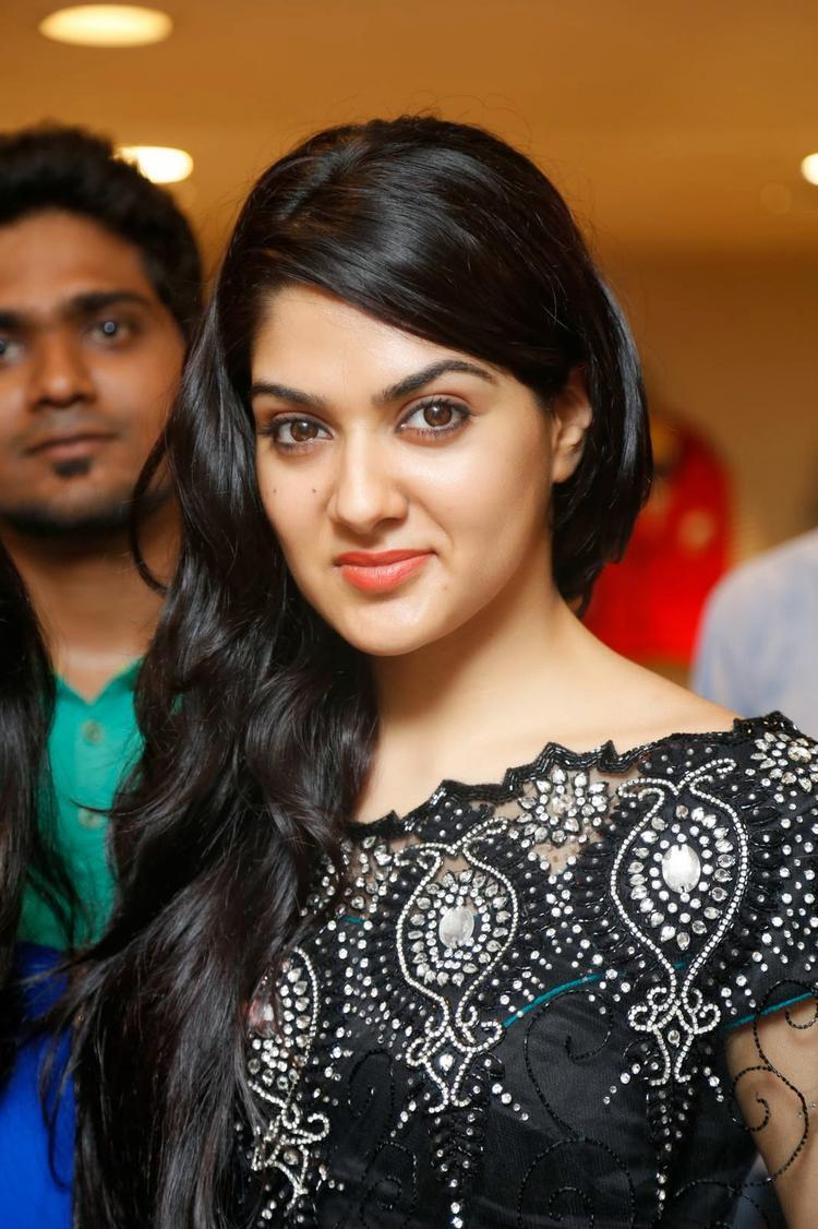Sakshi Choudhary In Black Saree Stunning Look During The Launch Of Kalamandir Store