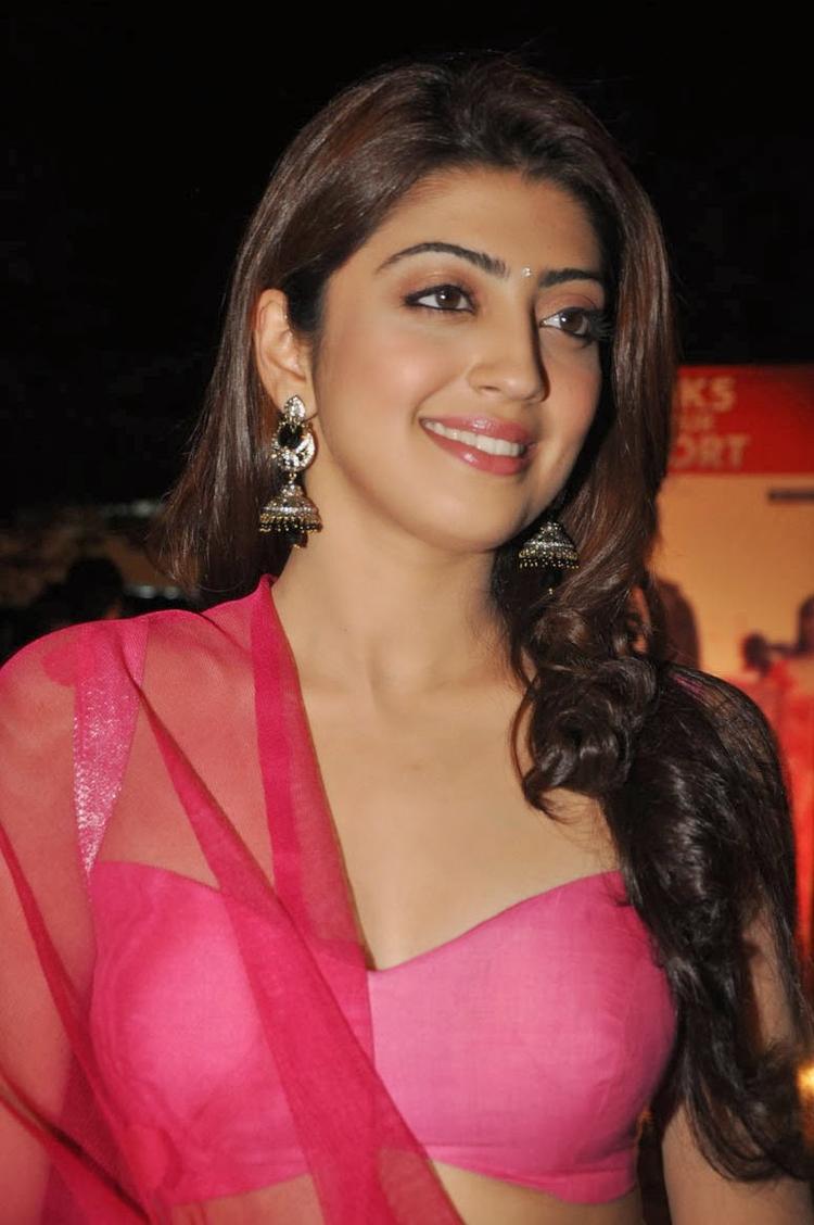 Pranitha Subhash Smiling Look At Attarintiki Daredi Movie Thank You Press Meet Function