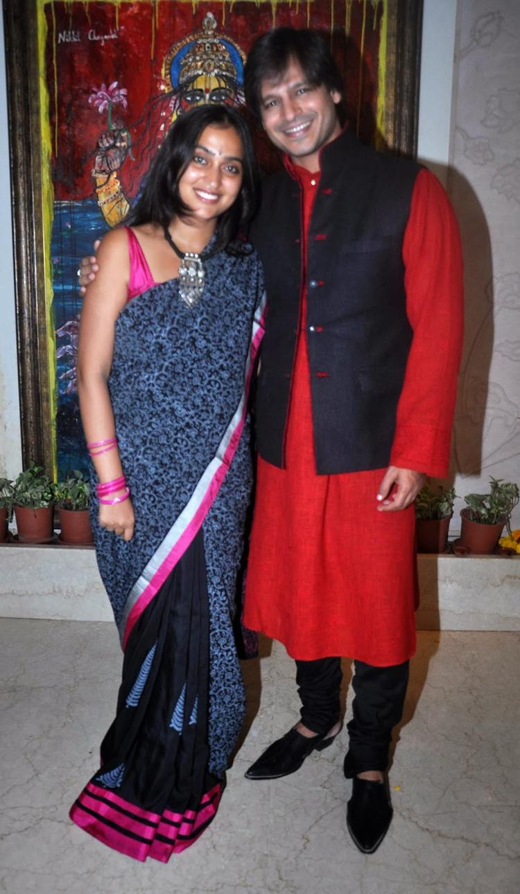 Priyanka With Hubby Vivek Posed For Camera During Diwali 2013 Celebration